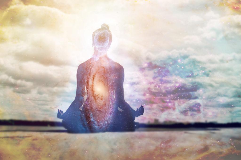 Co to však znamená meditace? Meditují ti, kdo si sednou se zkříženýma nohama do pokud možno co nejvíce vzpřímeného sedu, zavřou oči a delší dobu mlčí? A jak poznáme, že meditujeme? Má mít meditace nějaký účel a výsledek?